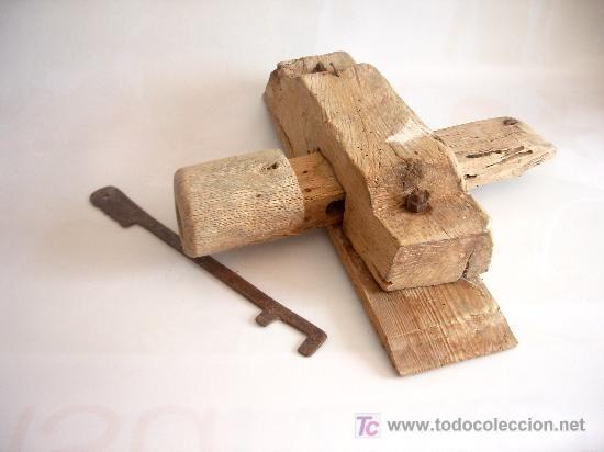 Cerradura popular en madera con llave de hierro - Cerraduras puertas madera ...