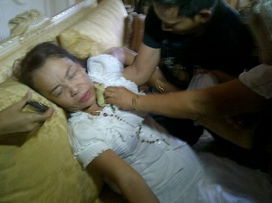 Mommy Dionisia Loses Consciousness, Falls to Her Sofa!