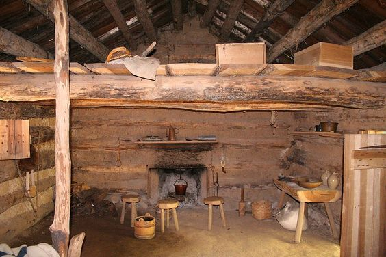 Houten huis bouwen -wooden house that belongs to a lonely shepherd #architecture #houtenhuizen #houten #huizen #huis #loghome #houtskeletbouw #houtstapelbouw #huistekoop #housesforsale #wooden #houses