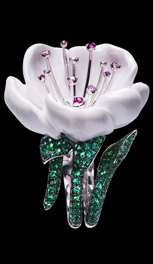 Piaget Limelight Garden Party ring in 18K white gold, set with flower shaped white chalcedony,, 258 brilliant-cut emeralds, one brilliant-cut rubellite, 4 brilliant-cut pink sapphires.