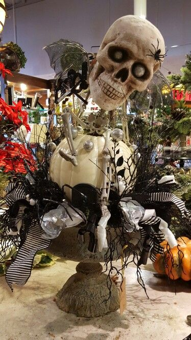 Lone skeleton urn.