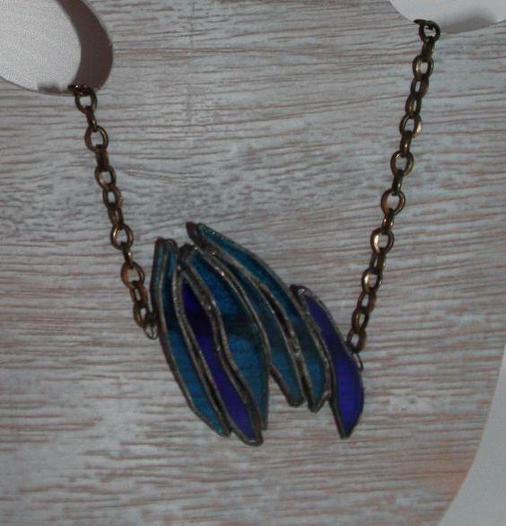hanger van glas aan koperen ketting, verschillende kleuren blauw