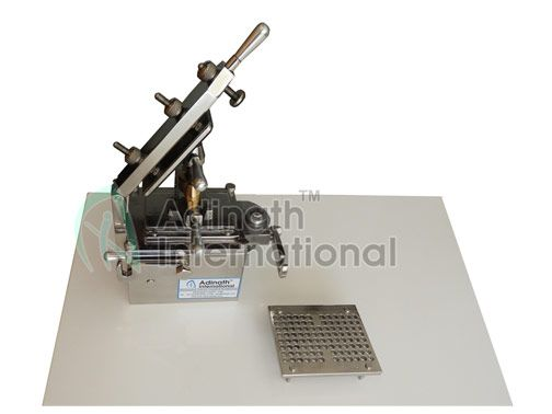100 Holes Capsule Filling Machine Capacity Up To 2000 Per Hour Batch Production Holes Small Tables