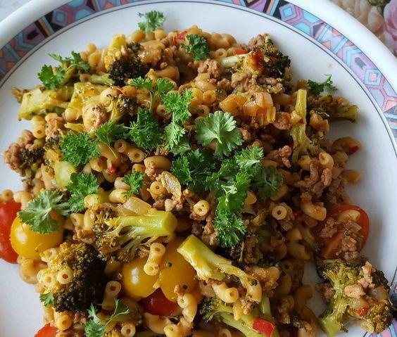 """Zum Abendessen gibt es heute bei mir """"One-Pot-Pasta"""" für 9 SmartPoints aus dem WeightWatchers-Kochbuch """"Schnelle Küche"""" #weightwatchers_Deutschland #weightwatchersdeutschland #wwdeutschland #wwgermany #weightwatchersgermany #weightwatchersrezept #lowcarb #foodporn #foodshare #fooddiary #weightloss #gesund #foodpics #foodblogger #instapic #smartpoints #wwsmartpoints # by spinnethekla"""