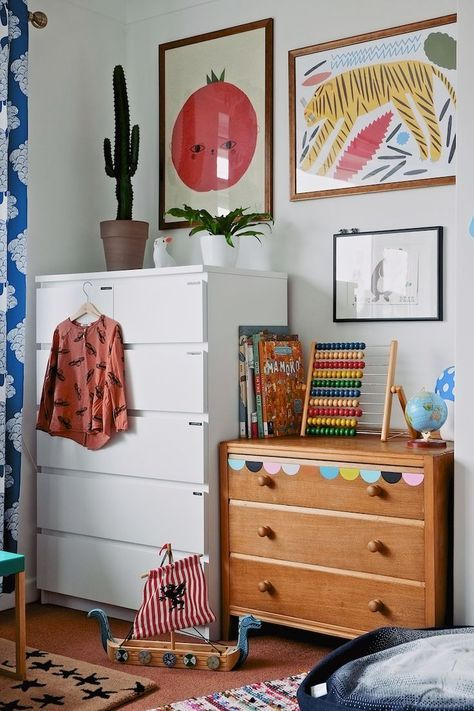 A great mix of vintage and inexpensive pieces with colour added through prints & accessories
