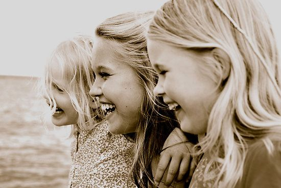 Love to do a photo like this with my girls and my sisters. And the girls cousins