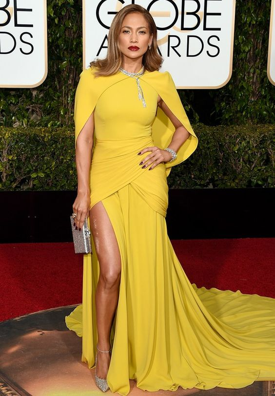 Jennifer Lopez in Giambattista Valli (Golden Globes 2016)