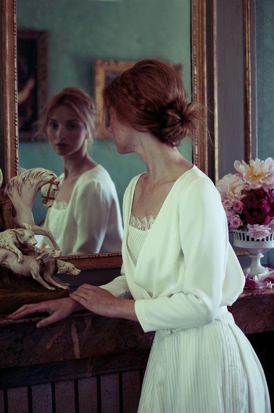 Ancienne journaliste de mode, Elise Hameau lance sa première collection de robes de mariée en juin 2012..