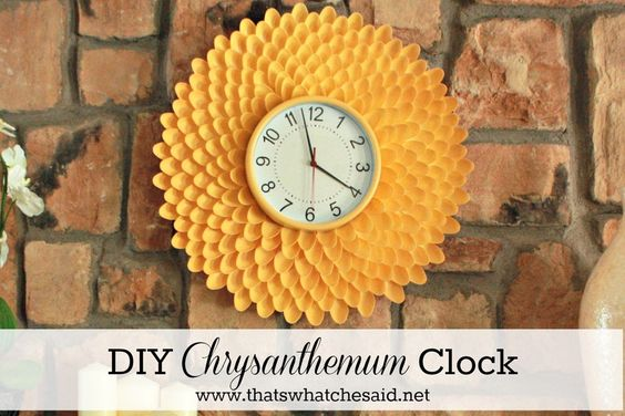 Chrysanthemum Clock from Plastic Spoons!  Full Tutorial posted with great step by step pictures!