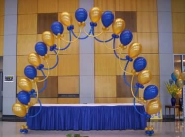Decoracion en globos para graduacion buscar con google for Decoracion de globos para hombres