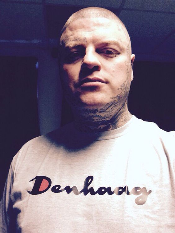 'Den Haag Script' T-shirt. Black/Red/Sport Grey, (foto: Dhr B.)