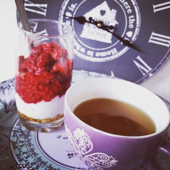 Breakfast. Crunchies mit Magerqua,  Honig und Himbeeren ♡