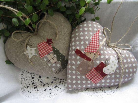Weihnachtsdeko - Herz mit Weihnachtshaus im Landhaus-Stil - ein Designerstück von Feinerlei bei DaWanda