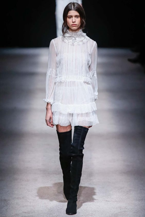 Alberta Ferretti - Fall 2015 Ready-to-Wear - Look 46 of 51?url=http://www.style.com/slideshows/fashion-shows/fall-2015-ready-to-wear/alberta-ferretti/collection/46: