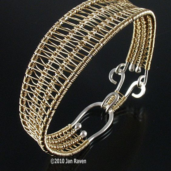 The Soumak Weave | JewelryLessons.com