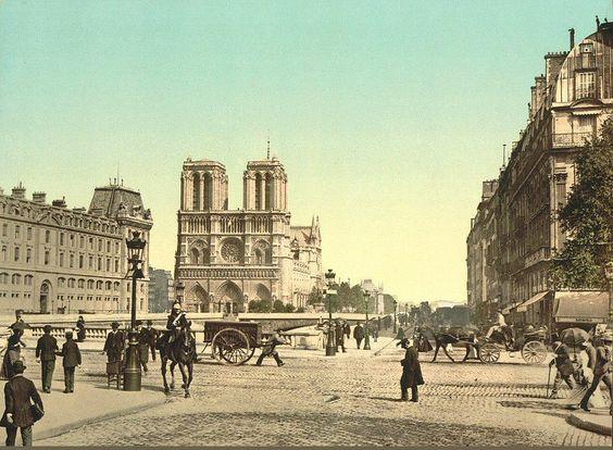 Notre-Dame vue depuis la place et le pont Saint-Michel. Pas encore le moindre feu rouge en vue... (photochrome, vers 1895)  (Paris 5e/6e)