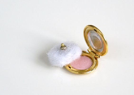 Miniature Compact powder by humptydumptyhouse on Etsy, £5.00 Z