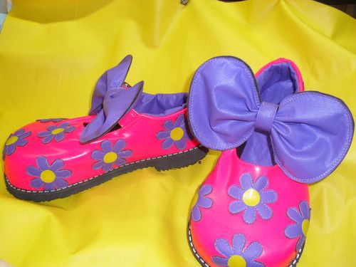 SAPATOS DE PALHAÇO...................clown's  : SAPATOS DE PALHAÇO...................clown's    Modelo bonequinha em couro na cor penelope.  Sapatos de palhaço profissional   Personalizamos modelos   Fazemos botas para show   Fazemos chaveiros de sapatinho de palhaço    SAPATARIA F. CAMPOS   Rua José D`Angelo, 26  Bom Pastor  Santo André - SP.  TEL:11 4426-3871  EMAIL:tomlidy@hotmail.com  orkut http://www.orkut.com/A...
