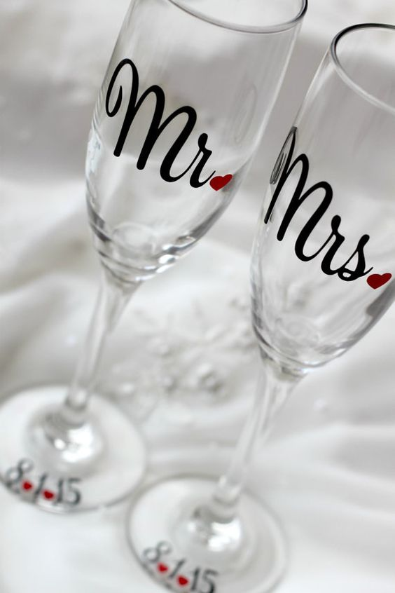 Bride and Groom - Toasting Flutes - Wedding Toasting Glasses - Personalized Wedding Flute, Mr and Mrs glass - Champagne Toasting Flutes: