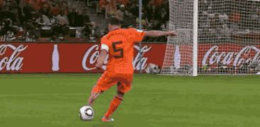 Throwback! Giovanni van Bronckhorst's absolute worldie at the 2010 World Cup.