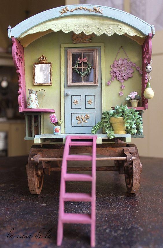 la casa di lu - Gypsy Wagon (idea for decorating follow the link for more pictures)