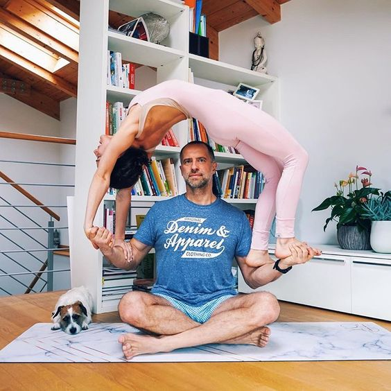 Когда есть сильный муж и его поддержка в строительстве моста💑 ⠀ Наверное все понимают, что за каждой картинкой «идеальной» семьи в…