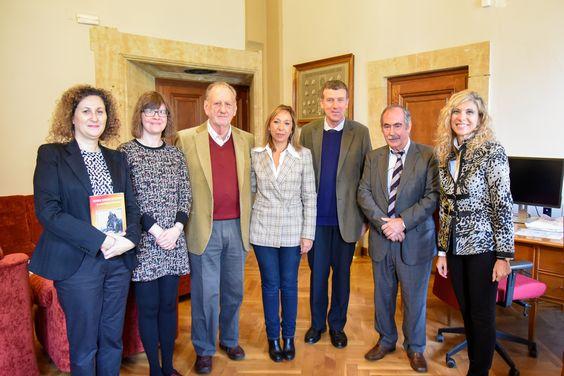El investigador británico Ken Barrett dona su fondo bibliográfico sobre el escritor George Borrow a la Universidad de Salamanca | Sala de Prensa