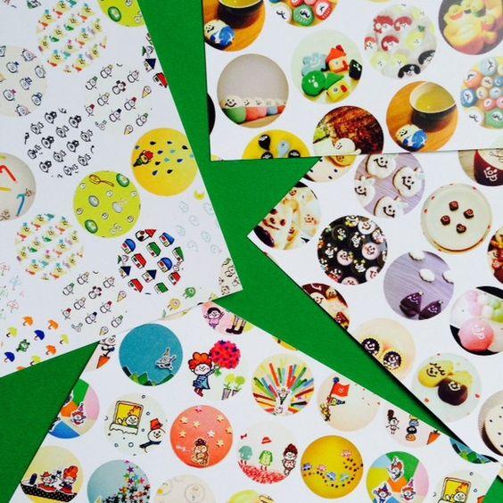☆オリジナルデザインのポストカードです。 ☆「マルガオお絵描き大集合」「マルガオおやつフォト」「マルガオ雑貨フォト」「マルガオ柄物大集合」の4枚1セットでお届... ハンドメイド、手作り、手仕事品の通販・販売・購入ならCreema。