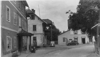 Ein alte Ansicht aus der Dorfstraße (heute Hotel Nindler, Haus Egger / Volksbank und Haus Walchensteiner) Durch Klick auf das Bild wird die Ansicht vergrößert !