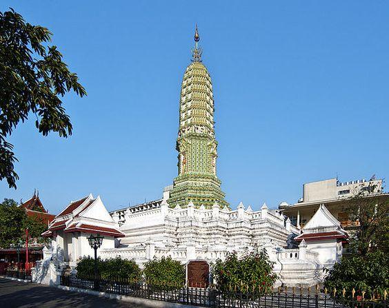 2012 Photograph, Wat Ratchaburana Ratchaworawiharn Phra Buddha Prang (Pagoda), Wang Burapha Phirom, Phra Nakhon, Bangkok, Thailand. © 2012.  ภาพถ่าย ๒๕๕๕ วัดราชบุรณพระพุทธปรางค์ วังบูรพาภิรมย์เขตพระนครกรุงเทพประเทศไทย