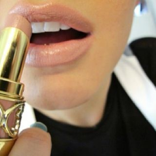 The perfect nude color- this is either YSL Sweet Honey or drug store dupe Carmel Comfort by L'OREAL Color Riche BALM Lipstick I gotta look for this! #makeup #neutral: Makeup Nails, Hair Beauty, Hair Makeup, Lip Colors, Nude Lipstick, Nudelip, Perfect Nude