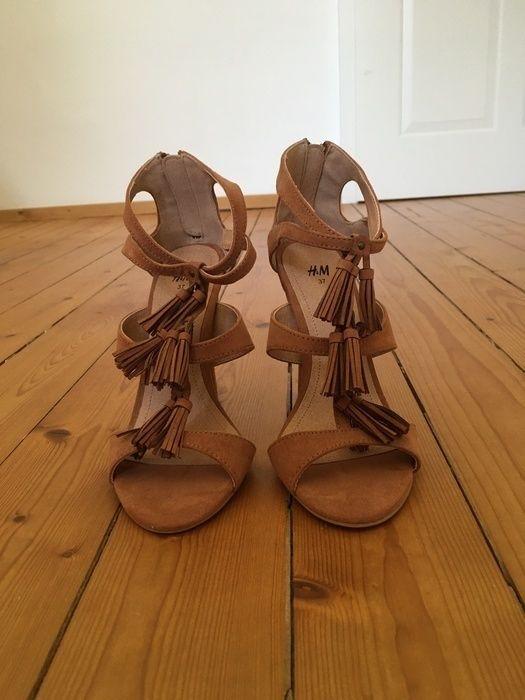 Mein Sommer- High-Heels Sandaletten Pumps cognac Gr.37 Fransen von H&M! Größe 37 für 20,00 €. Sieh´s dir an: http://www.kleiderkreisel.de/damenschuhe/hohe-schuhe/133061526-sommer-high-heels-sandaletten-pumps-cognac-gr37-fransen.