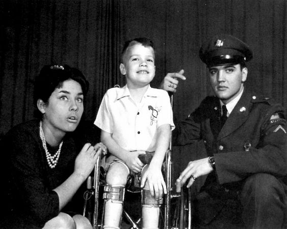 ♡♥The second time Elvis Presley visited Robert Marquette he shows off PFC stripes in January 1959. Vera Tschechowa an 18 yr old actress he had just met was allowed in the photoshoot♥♡