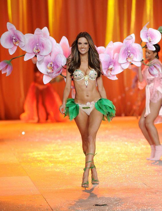 Los ángeles toman Nueva York en el desfile de Victoria's Secret. Alessandra Ambrosio fue una de las protagonistas.