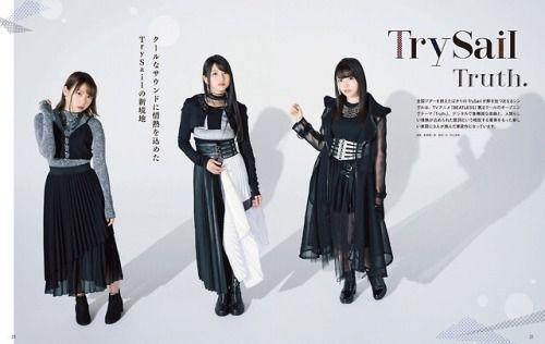 シックなお洋服のTrySail