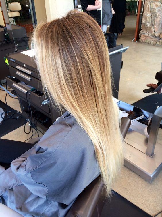 Lob Haarschnitt und aufgehellte Spitzen