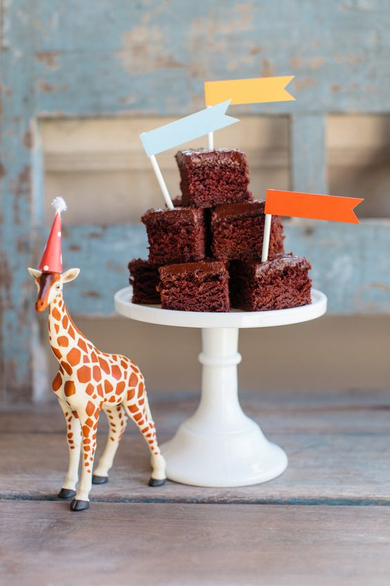 VIntage circus party - decorate with toy animals for extra cuteness.: