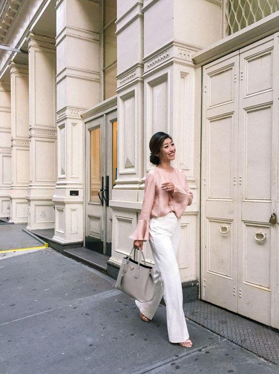 Extra Petite. Blush blouse+white pants+nude sandals+taupe handbag. Late Summer Outfit 2016 Blusa rosa palo+pantalones blancos+sandalias nude+bolso de mano taupe. Outfit de final del verano 2016