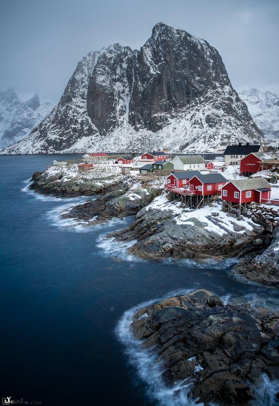 Snowed landscpe, Hamnøy, Norway. ❤ Reiseausrüstung mit Charakter gibt's auf vamadu.de