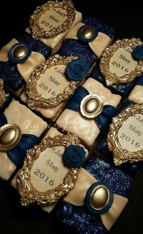 Mini cakes by the queen of Treats https://www.facebook.com/Queen-Of-Treats-1702590543307999/