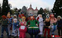 Le Parc Astérix souhaite un joyeux anniversaire à Disney :) Bonne com !