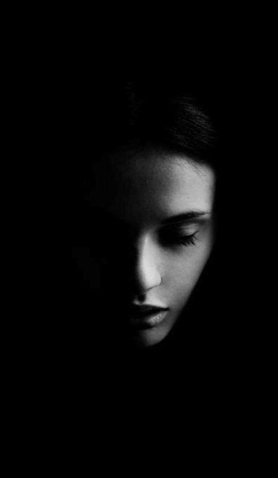 """""""E a sombra disse: 'inclui-me, ou eu te devorarei'. """"  (frase de Lígia Prado, astróloga):"""