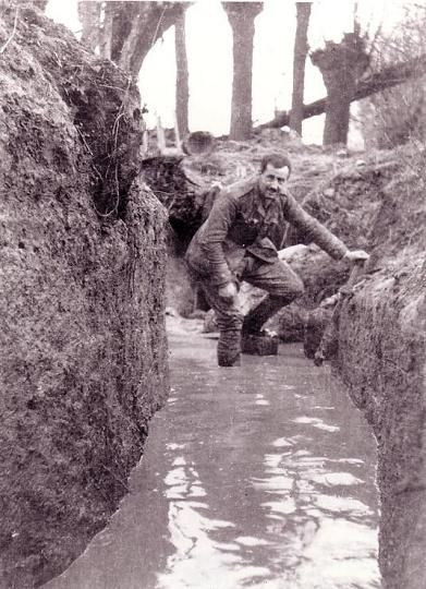 World War 1 Trenches | Cameronian officer Robin Morley negotiates a flooded trench at Bois ...
