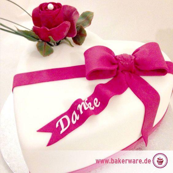 Danke liebste Mami!  Hier eine Inspiration unserer Tortenbäckerin Oxana für einen schönen Kuchen zum Muttertag. Gelingt auch Anfängern gut!