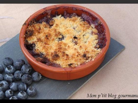 Crumble aux myrtilles et pêches // On raffole du côté fondant et croquant de ce délicieux dessert ==> http://www.ptitchef.com/recettes/dessert/crumble-myrtilles-et-peches-fid-1428419 #recette #cuisine #ptitchef #crumble #myrtille #peche #cook #cooking #recipe #food
