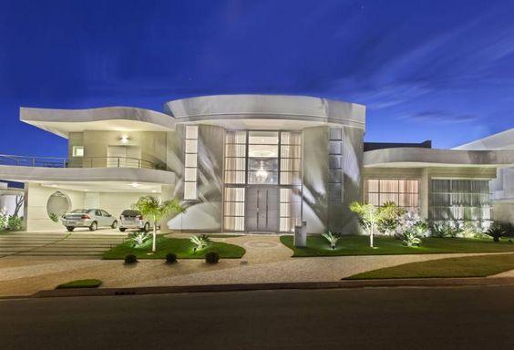 Decor Salteado - Blog de Decoração e Arquitetura : Fachadas de casas totalmente brancas, inclusive esquadrias - veja modelos lindos!
