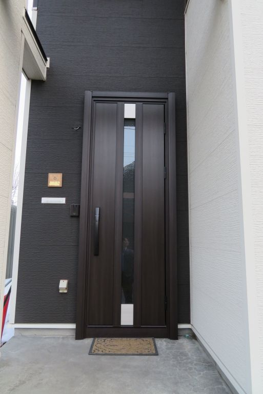 玄関ドアをイメチェンしました 札幌市 某様邸 総建装 玄関ドア 玄関 リフォーム 玄関