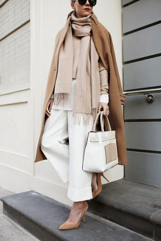 Neutrale Farben, ein Hemd und vielen Schichten Layering und dazu eine Marlene-Hose: Die Garconne im Winter.