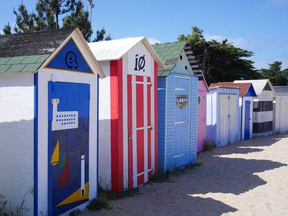 Cabines de plage, à Saint-Denis d'Oléron   Oléron Plage - TOP sorties à l'île d'Oléron