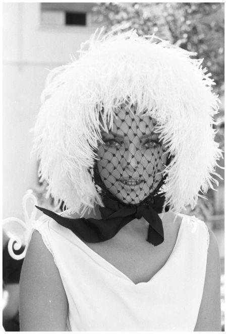 """Virna Lisi, reportage sul set di """"Oggi, domani, dopodomani"""" (Eduardo De Filippo, 1965)  Photo Angelo Frontoni:"""